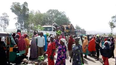Photo of Women Block Zaria Road Along Federal Government College FGC Jos During Protest Over Coronavirus Lockdown.