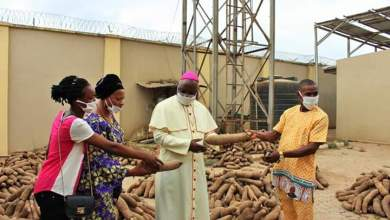 Photo of Archbishop Kaigama Distributes Foods & Palliatives To Nigerians During Covid-19 Lockdown