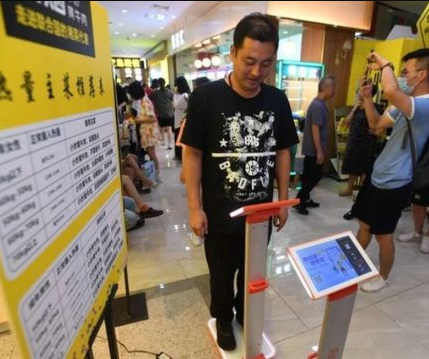 Chinese restaurant apologizes after it emerged that they weigh customers before they enter so they don't order too much  A Chinese re