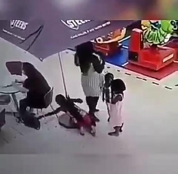 Little girl caught on camera stealing a lady's bag (Watch Video).  A video making the rounds on social media has captured the moment a little girl stole a lady's