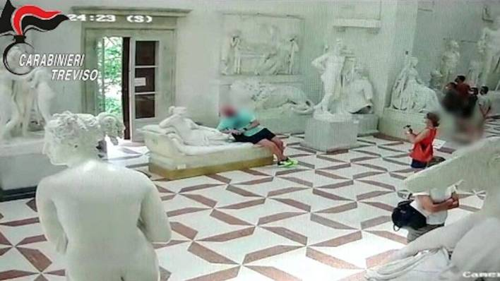 Austrian tourist taking photo with 200-year-old sculpture breaks its toes