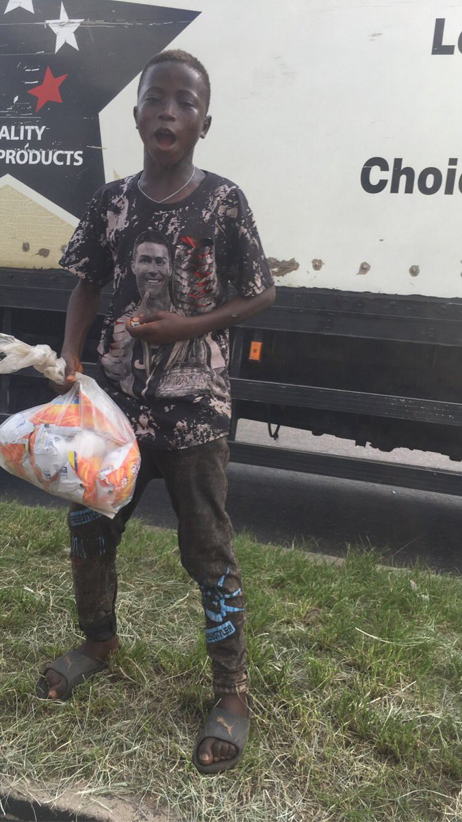 Little boy shares free snacks to #EndSARS protesters.  A little boy who hawks snacks has melted hearts after he shared free snacks to #EndSARS protesters
