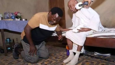 Photo of See Photos Of Humble TB Joshua, Apostle Suleman And Other Prophets Kneeling Before Their Elders