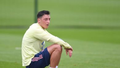 """Tony Adams tells Mikel Arteta how to get best out of """"cherry on the cake"""" Mesut Ozil"""