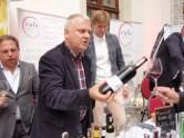 Zwycięski importer - Paweł Woźniak z Krakó Slow Wine. Po lewej i prawej silna galicyjska reprezentacja.
