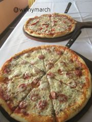 Signora Pizza, Pizza Al Slamino, Pizza Ai Fungi, Pizza Ai Quarto Formaggi, Pizza Al Daviola, Pizza Al Tono, Pizza Capriciosa dan Pizza Gorgonzola e ruciola.