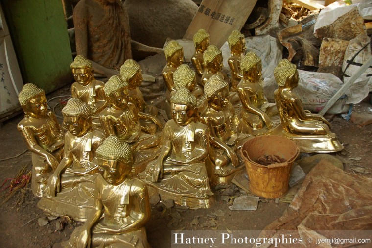 Myanmar Birmanie, Photographies 2015, Asie, Fondeurs de Bouddhas en bronze, Mandalay by © Hatuey Photographies