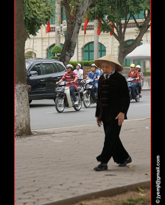 Lake Hoan Kiem, Hanoi. Photographies du Vietnam by © Hatuey Photographies