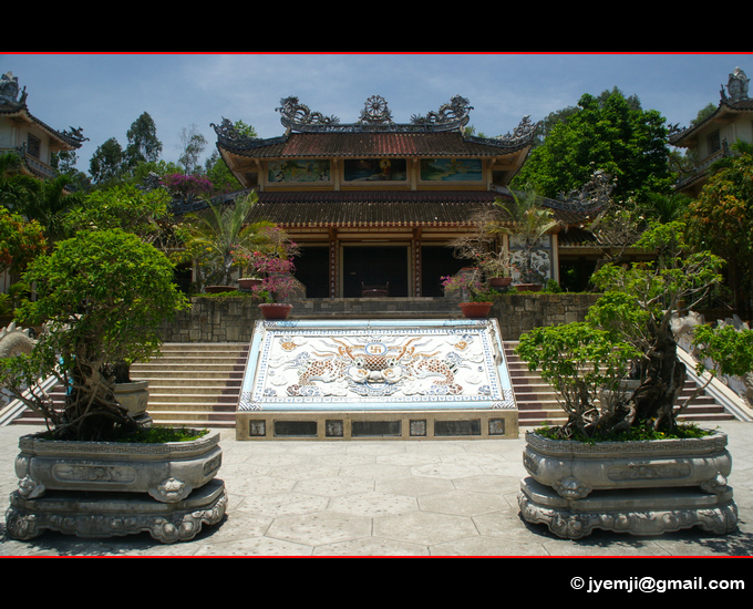 Vietnam Pagode Long Son (Hatuey Photographies)