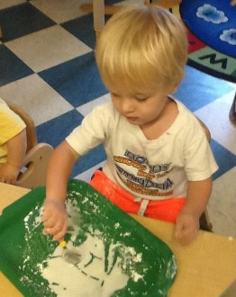 Experimenting a sensory activity with white goop!