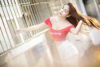 มาชมความน่ารักของน้องน้ำผึ้งสาวชุดแดง Supreme เซ็กซี่กับแสงอ่อนๆ