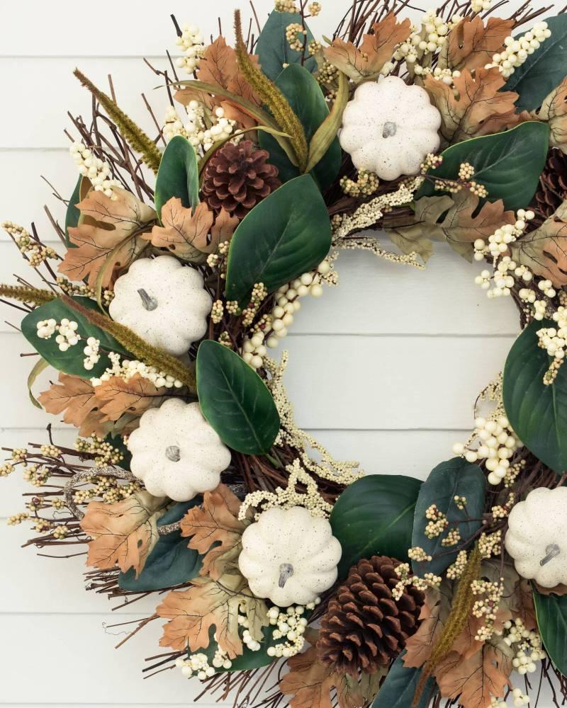 17 Stunning Fall Wreaths + A Free Watercolor Download | winterandsparrow.com #fallwreaths #autumnwreaths #fallwreathideas #autumnwreathideas #autumnwatercolor