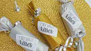 Midnight Kisses New Years Eve Party Poppers - Craft and Free Printable