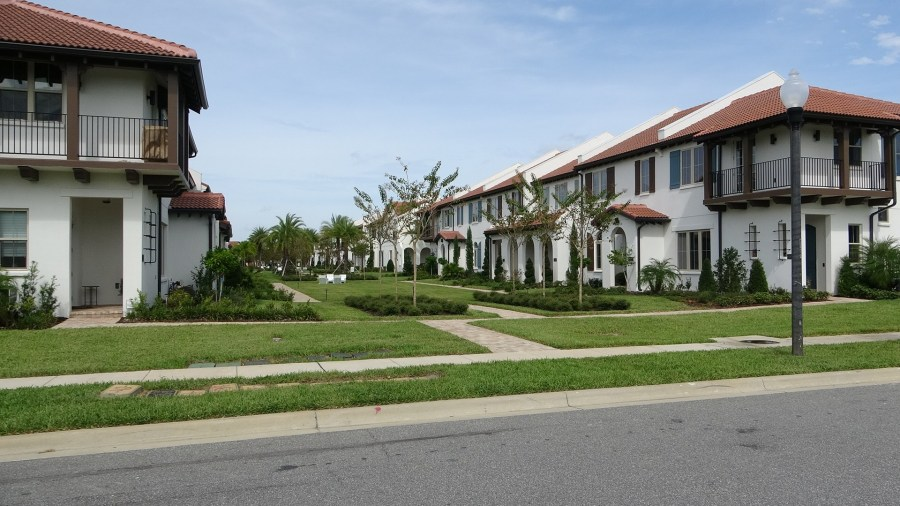 Toll Brothers Lakeshore Townhomes For Sale Courtyard