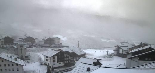 Zürs Arlberg wit maar nog niet klaar voor wintersport