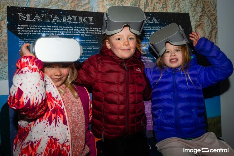 Trying out the VR headsets - Matariki Celebration in Alexandra 2021 - Photo by Clare Toia-Bailey