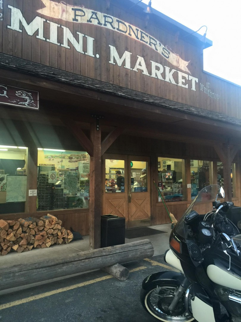 Storefront of Pardners Mini Market