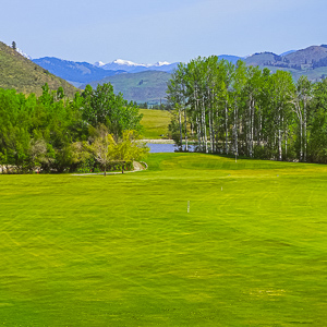 just 3 miles from downtown Winthrop, this hidden gem offers 6,271 yards of interesting play over two circuits.