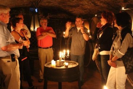 Weinprobe bei Kerzenschein
