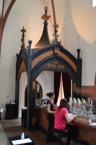 Bar mit Ausgang zum Biergarten