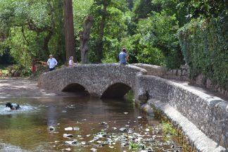Galloux Bridge in Dunster für damalige Pferdefuhrwerke, natürlich ging die Brücke nicht geradeaus. (English Heritage)