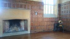 Der große Bankettsaal war holzgetäfelt und wurde vorher zur Aufbewahrung der Ciderfässer genutzt.