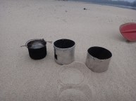Kuchenka składa się z trzech elementów (w tym garnka) wkładanych jeden w drugi