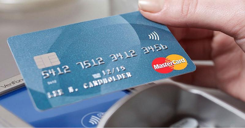 Rubare I Pin Delle Carte Di Credito Dai Pos è Molto Molto