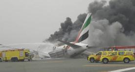 VIDEO: Avión aterriza de emergencia en Dubái y se incendia, muere bombero Captura-de-pantalla-2016-08-03-a-las-2.04.38-p.m.
