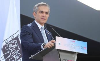Miguel Angel Mancera dando un discurso