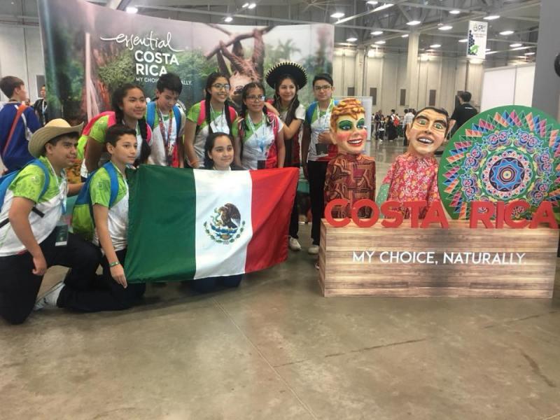 Robots juegan fútbol y luchan por el medio ambiente en Olimpiada Mundial 23376345_1532709800154573_7933823265575601865_n