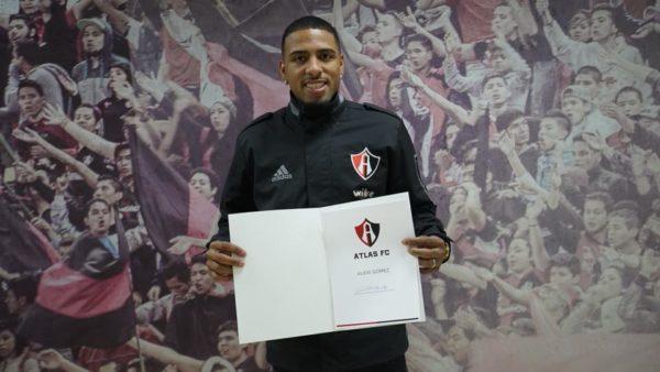 Alexi Gómez que firma