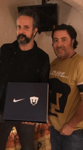 Micky Huidobro filtra la nueva playera de Pumas, en un concierto Captura-de-pantalla-2017-12-10-a-las-08.46.24-278x500