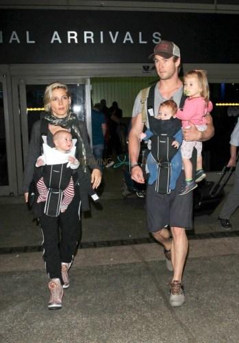 Chris Hemsworth y Elsa Pataky fueron criticados por un video de su hijo Chris-Hemsworth-and-Elsa-Pataky-with-kids-Sons-Tristan-Sasha-and-India-349x500