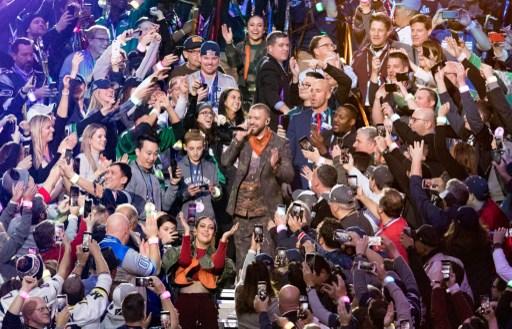 Nos hizo recordar, Justin Timberlake homenajeó a Prince en el show del Super Bowl 063_914370400-1