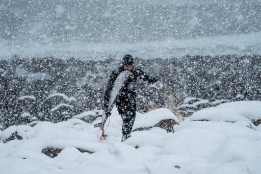 ¿Quién dijo frío? Surfistas en Lofoten dominan olas  a -15 grados 000_12F8IQ