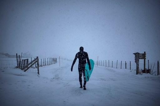 ¿Quién dijo frío? Surfistas en Lofoten dominan olas  a -15 grados 000_12F8J8