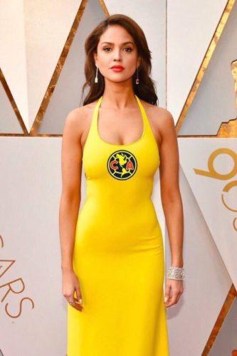 Eiza González rompió el silencio sobre su vestido amarillo que usó en los Oscar DXuIvAHVwAAn-l-333x500