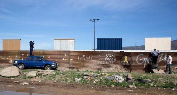 9 datos sobre los prototipos del muro fronterizo de Donald Trump DYIgddXX4AE2Ecb-600x322