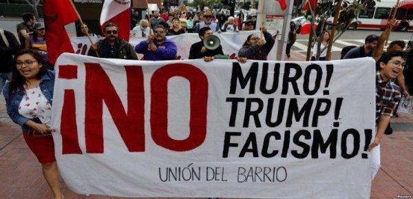Primeras manifestaciones en California por la llegada de Trump DYLAbZwUQAAVHl6-600x289