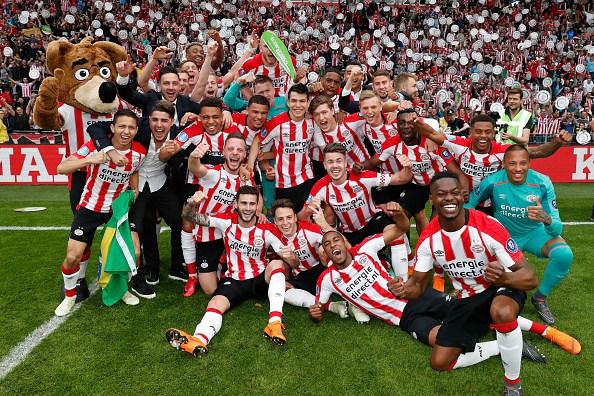 """Hirving """"Chucky"""" Lozano se corona con el PSV en Holanda 946562420"""