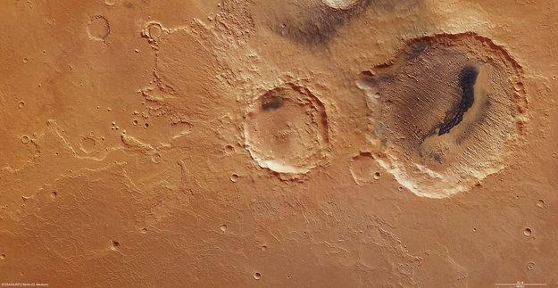 ¿Hay vida en otro planeta? Dan a conocer nuevas imágenes de Marte Danielson_and_Kalocsa_craters_large