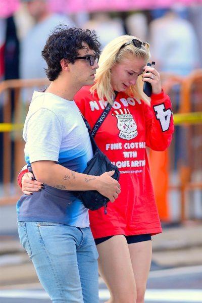 Captan a Sophie Turner llorando a un lado de Joe Jonas The_Grosby_Group_GRG2033714