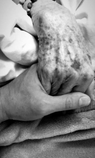 Diego Boneta visitó a su abuela y causa ternura en redes sociales boneta2