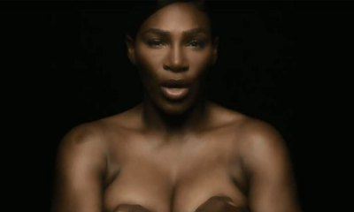 Serena Williams cantando en topless