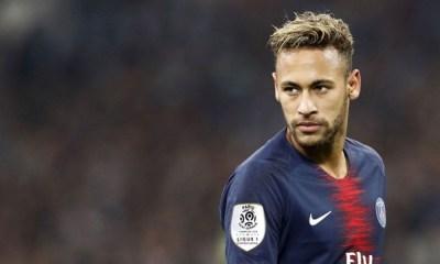 Neymar aseguró que no cobra por aplaudir