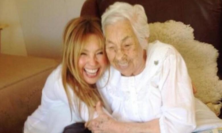 Thalía visitó a su abuelita