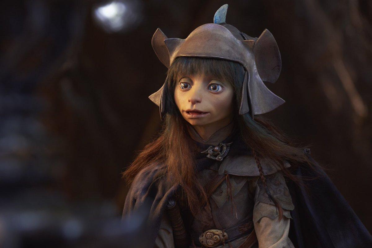 Netflix revela fotos y elenco de la serie de 'The Dark Crystal' DuoIVi3W4AAmbJ0