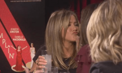 Jennifer Aniston besó a Sandra Bullock
