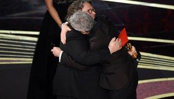 el abrazo de Cuarón y Del Toro